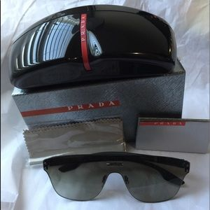 Prada sunglasses brand new with box